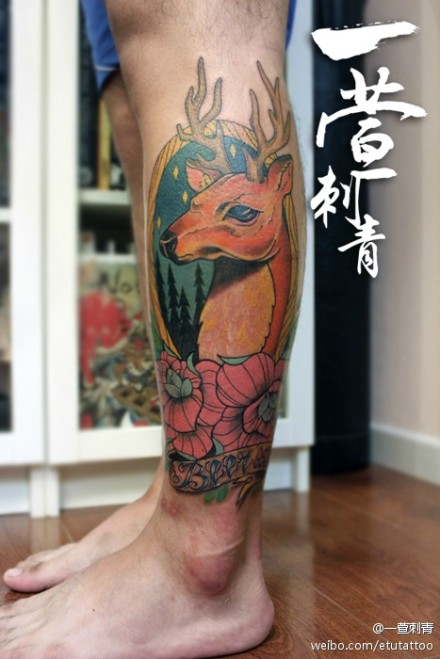 男生腿部时尚经典的彩色鹿纹身图案图片