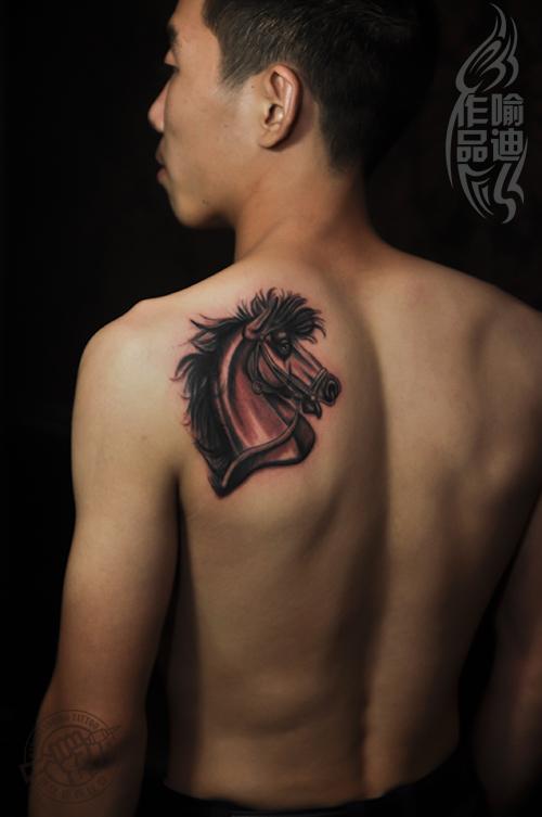 武汉最好纹身店打造的后背马头纹身作品