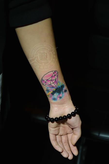 遮盖旧图 手臂泼墨钻石纹身作品